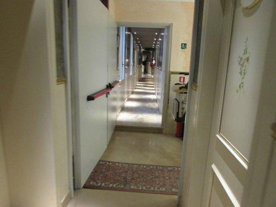 Hotel Canaletto: Pasillo