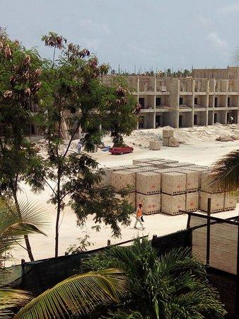 Grand Bahia Principe Bavaro: vue chantier en lisière batiment 78