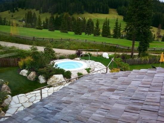 Hotel Costes: vista sui campi da golf, sul giardino e sull'idromassaggio esterno