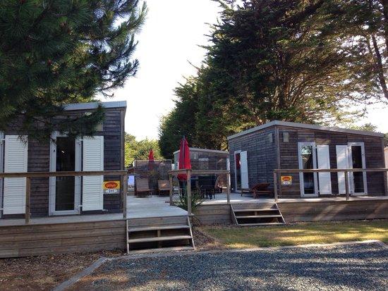 Yelloh Village La Plage: Massive lodge caravans.