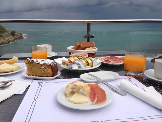 Hotel Itxas Gain Getaria: Vistas de la terraza desayunando. Un paraíso