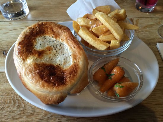 Oyster & Otter: Pot Pie main course - hearty and delicious!