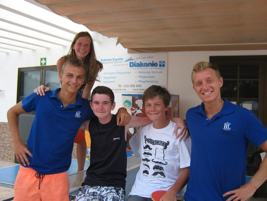 Hotel Río Playa Blanca: Luke(left) and the table tennis crew