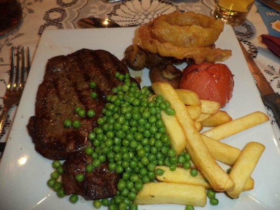 The Longham White Horse: Steak done to perfection.