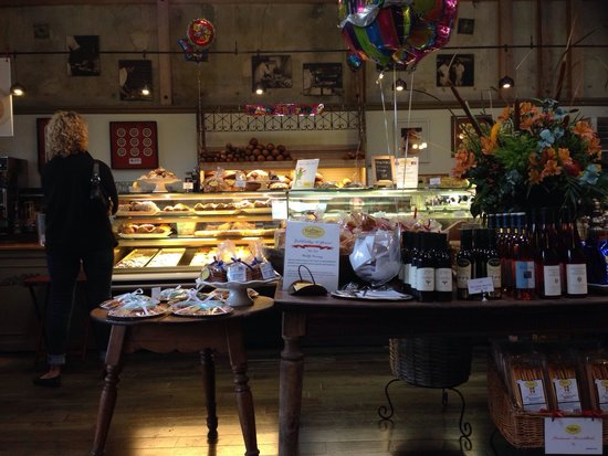 Costeaux French Bakery: Lovely bakery!