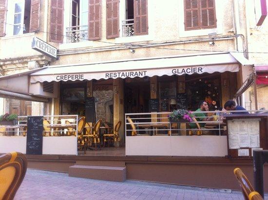 La terrasse picture of la creperie de salon salon de for 13300 salon de provence france