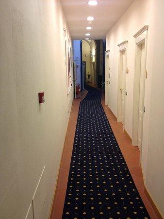 Relais Hotel Centrale Residenza D'Epoca: CORRIDOIO PER ARRIVARE ALLE CAMERE