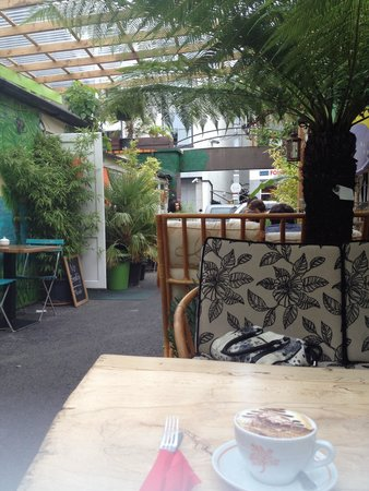 Jungle Cafe Galway: Outdoor seating