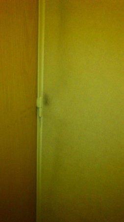 Amerian Cordoba Park Hotel: Sujeira nas paredes...