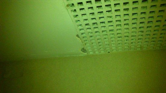 Amerian Cordoba Park Hotel: Sistema de ventilação e ar condicionado sujo e com falta de manutenção...