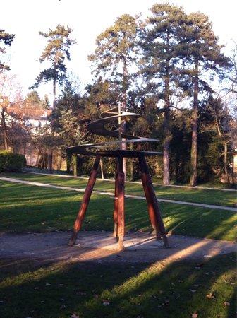Le Chateau du Clos Luce - Parc Leonardo da Vinci: Jardim com uma das invenções!