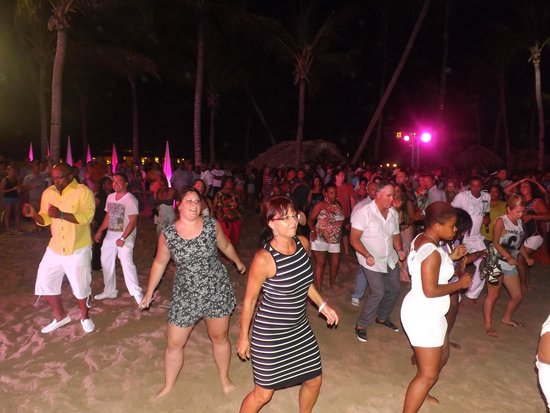 Breathless Punta Cana Resort & Spa : Party on the beach with the E-Team