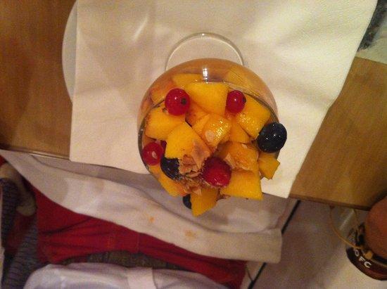 Cappun Magru in casa di Marin: Composta di frutta con tortino di nocciole