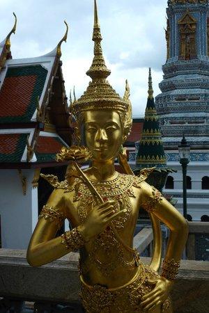 The Grand Palace: Magnifique statue