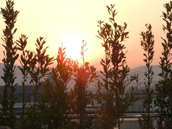Plaka Hotel: Por do sol do terraço do hotel