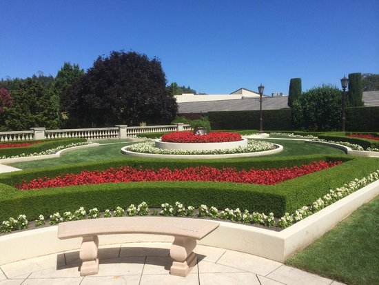 Ferrari-Carano Winery : The central grounds