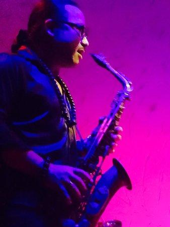 Sax N Art Jazz Club: Trần Mạnh Tuấn