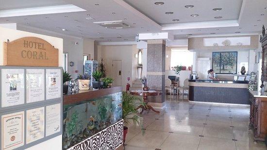 Coral Hotel: Reception area