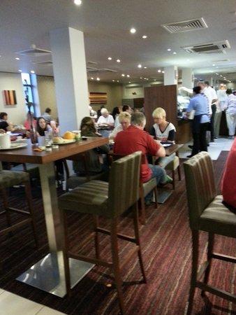 Holiday Inn Express London Croydon : Breakfast Room