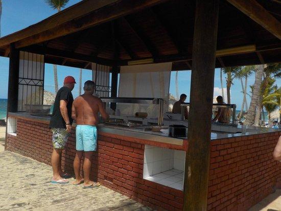 Sirenis Punta Cana Resort Casino & Aquagames : Buffet de la playa