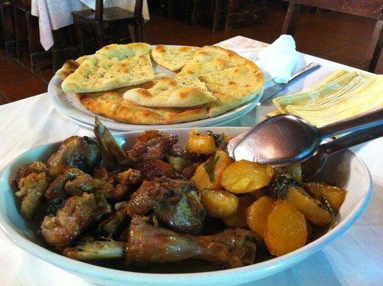 Rosarno, Itálie: Capretto al forno con patate