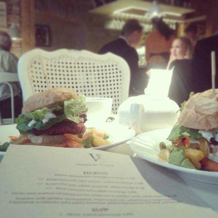 Vegan Restoran V: Chickpea burger with vegetables