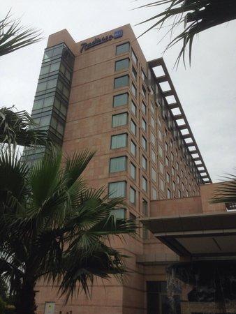 Radisson Blu Hotel Amritsar: Front facade
