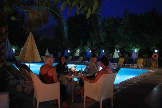 Yakamoz Hotel: Enjoying drinks before dinner