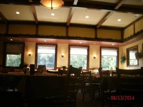 Charlie's Italian Restaurant & Pizzeria: Charley's dining room