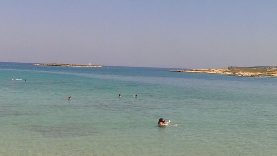 Roussos Beach Hotel: Small beach in front
