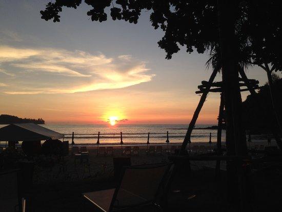 Novotel Phuket Kamala Beach : coucher de soleil su la plage