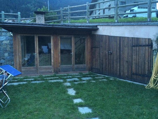 Chalet La Rugiada: Veranda esterna con cucina a legna