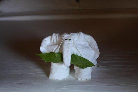 Santhiya Koh Phangan Resort & Spa : detalle toallas