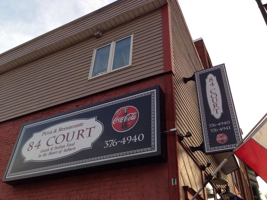 84 court St Pizza and Restaurante : Front sign