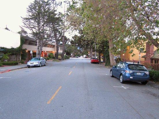 Candle Light Inn: Ruhige Strasse vor dem Hotel