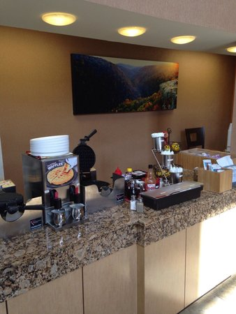 La Quinta Inn & Suites Springfield South: Breakfast is great