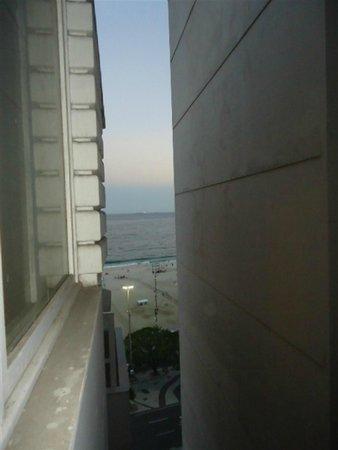 Tulip Inn Rio Copacabana: Vista lateral para o mar.