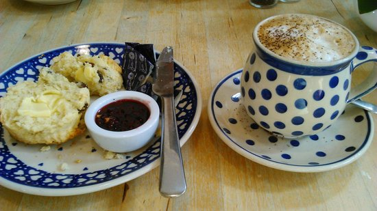Thomas Tosh: Oven fresh Fruit Scone and Cappuccino