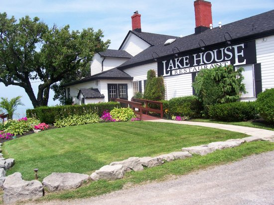 Lake House Restaurant: Beautiful location!