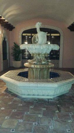 Las Olas Boulevard: Fountain