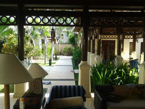 Pat-Mase, Villas at Jimbaran: sitting area and dining area