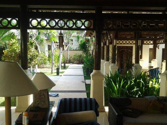 Pat-Mase, Villas at Jimbaran : sitting area and dining area