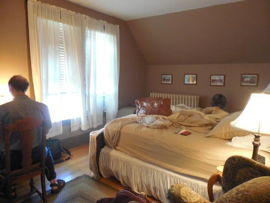 Maplecroft Bed And Breakfast: George Mackie room