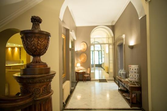 Le Dixseptième : hotel's entrance