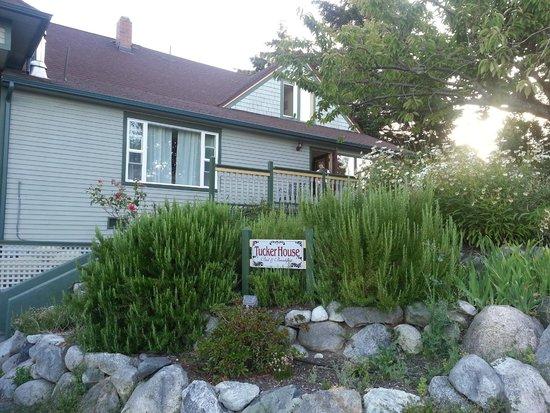 Tucker House Inn: Outside view