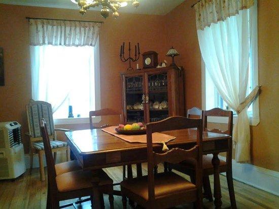 Au Parfum des Saisons : Dining Room