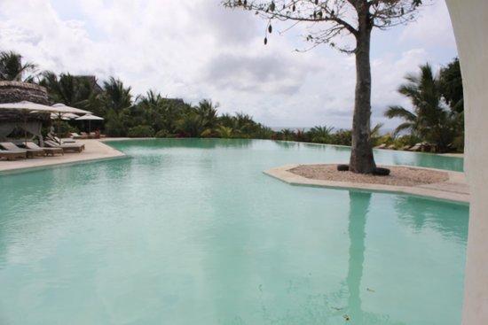 Swahili Beach Resort: pool near rooms