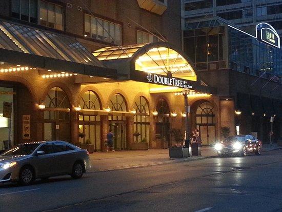 DoubleTree by Hilton Hotel Toronto Downtown : Doubletree Downtown Toronto Hotel Front
