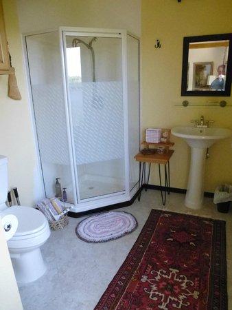 Au Train Lake B&B & Cottage: 2nd floor room