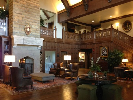 The Sewanee Inn: The elegant lobby entry